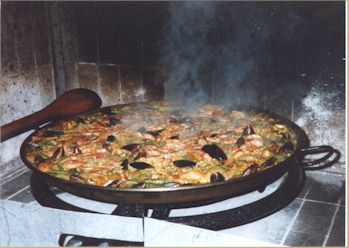 Gastón's paellera and paella cooker in Rapel